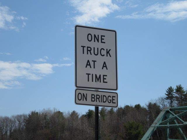 Weight limits in force on Lisbon-Durham bridge.