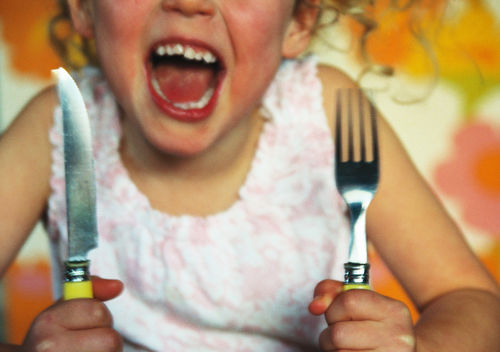 Screaming kids ruin restaurant dining.